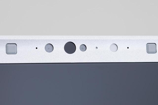 画像: 写真のパナソニック・CF-SV7など、iPhone Xでおなじみとなった顔認証機能搭載モデルも増えている。