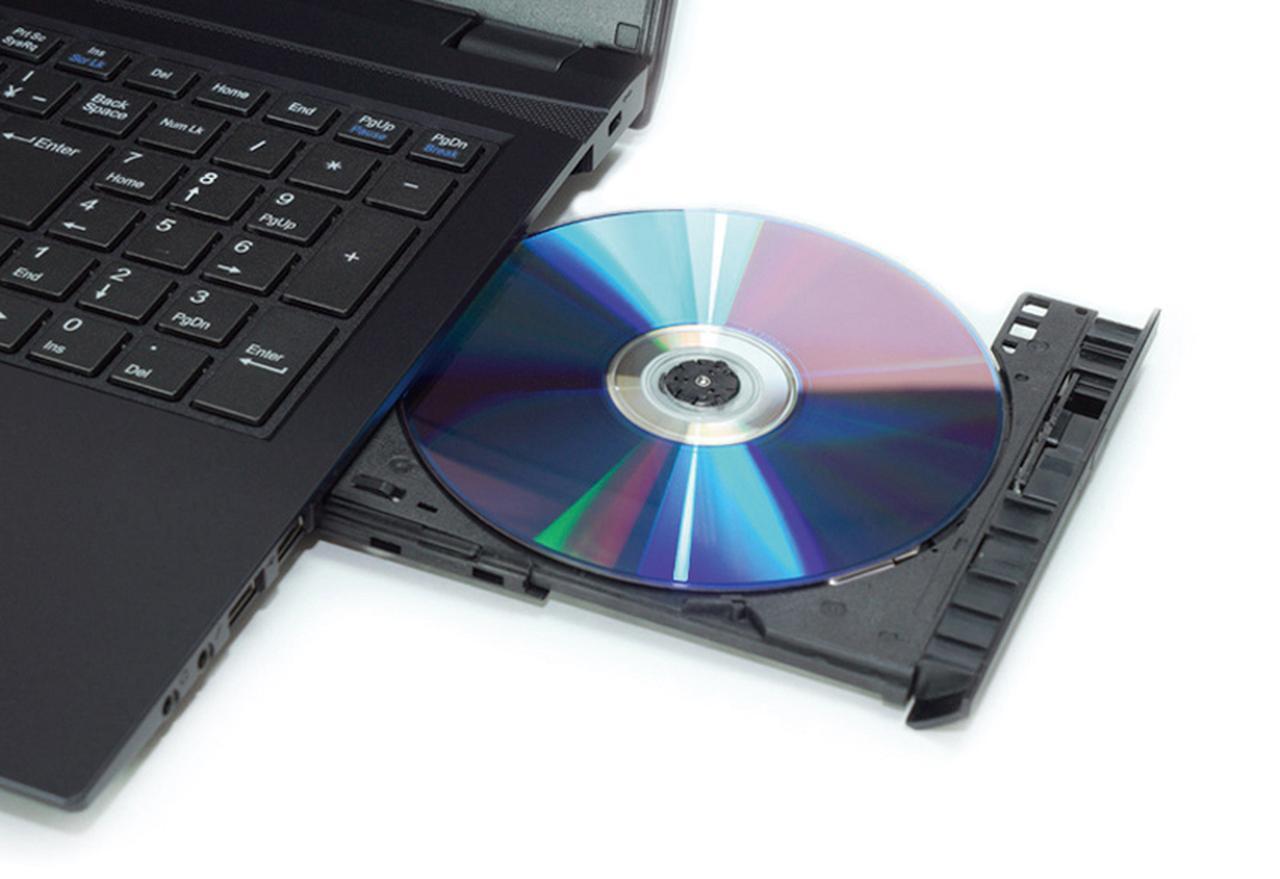 画像: 直販が基本のため、スペックのカスタマイズができ、光学ドライブもDVDではなくBDを選択することができる。