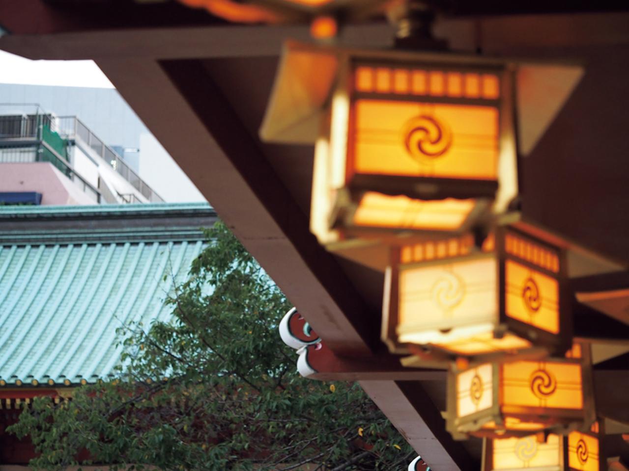 画像: AF測距点が自動選択だと、画面右寄りの灯篭がピンボケに……。