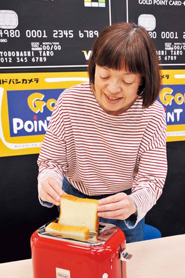 画像: 食パンをスロットにIN。8枚切りから5枚切りまで焼ける。
