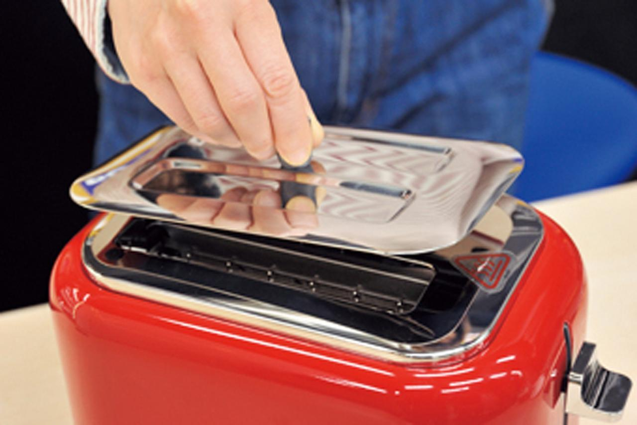 画像: ホコリよけのフタが付属しているので、清潔に使用できる。