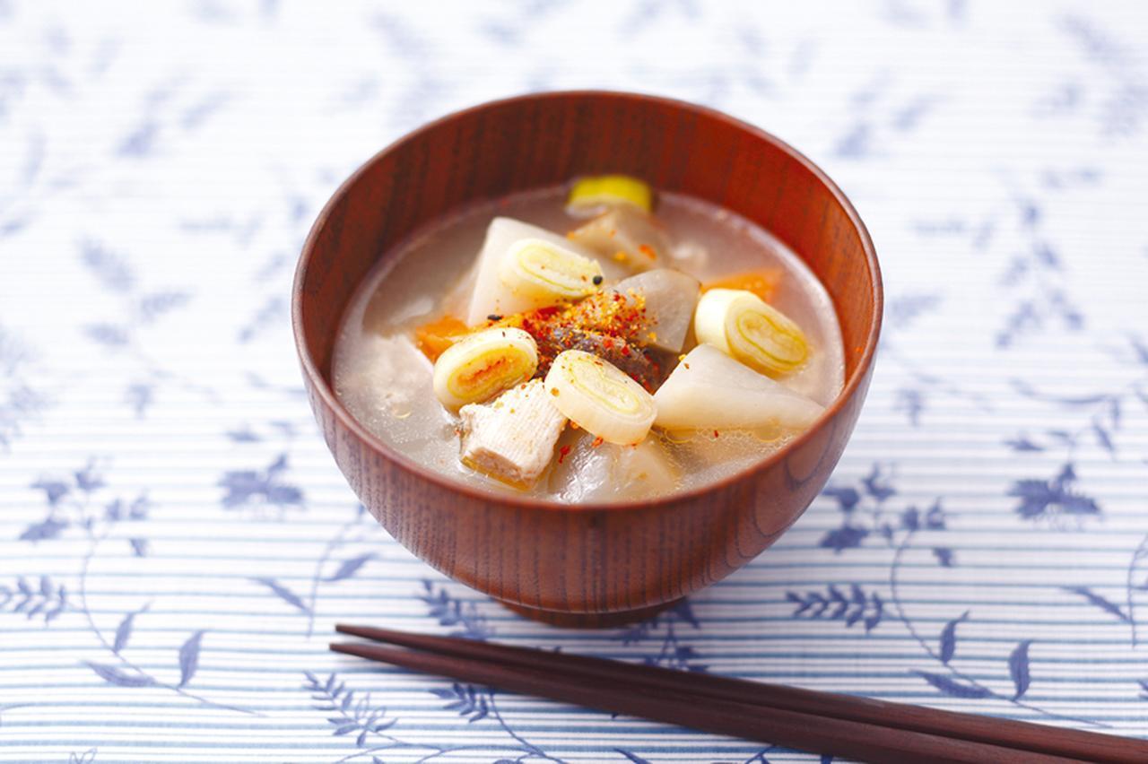 画像: ごま油、ごぼう、にんじん、大根、里芋、こんにゃくを炒め、だし汁、酒、みりん、塩、薄口しょうゆ、豆腐を加えて圧力調理すれば出来上がり。