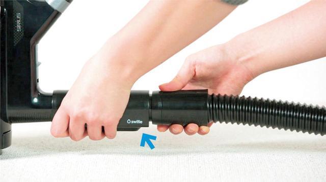 画像: 転倒や落下時に、掃除機に水が入らないように保護する防止弁。スイトルと掃除機の間に設置する。