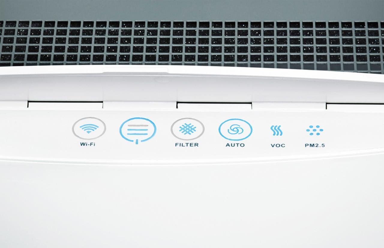画像: 直感的な操作が可能な天面のパネル。WiーFiの接続や電源のオン/オフ、運転スピードの調整ができるほか、フィルターの交換サインなども確認できる。