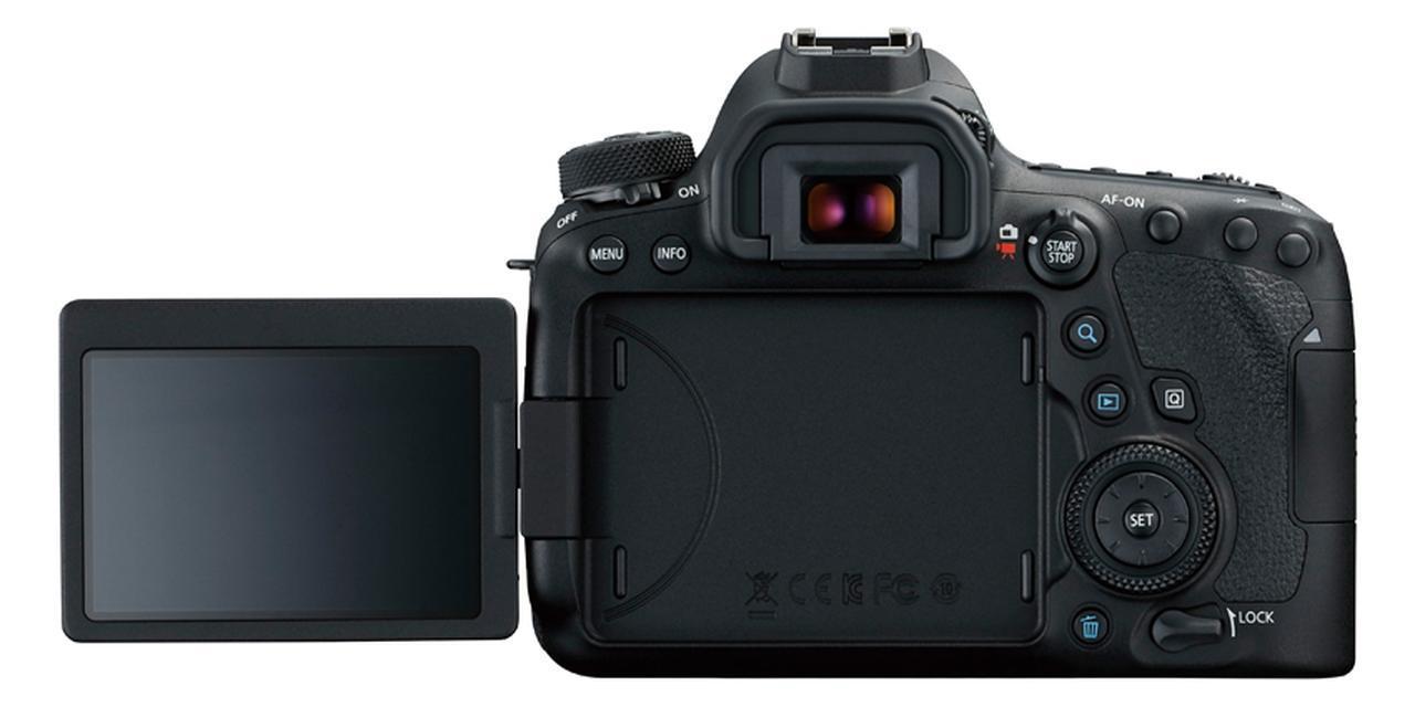 画像: 縦位置でのローアングル撮影などにも対応可能なバリアングル液晶モニターを、キヤノンのフルサイズ機で初めて搭載。動画撮影も快適だ。