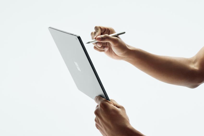 画像: ディスプレイとキーボード部は取り外し可能。ノートパソコンやタブレットスタイルなど、全4種類のモードを利用できる。