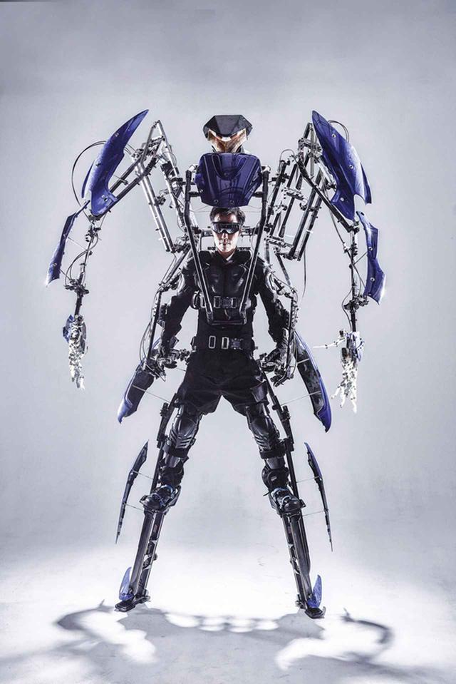 画像: 人体を拡張。練習すれば二足歩行も可能だ。