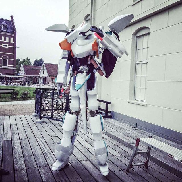 画像: 外装パーツを装着した例。どこかで見たアニメのロボットを思い出す。