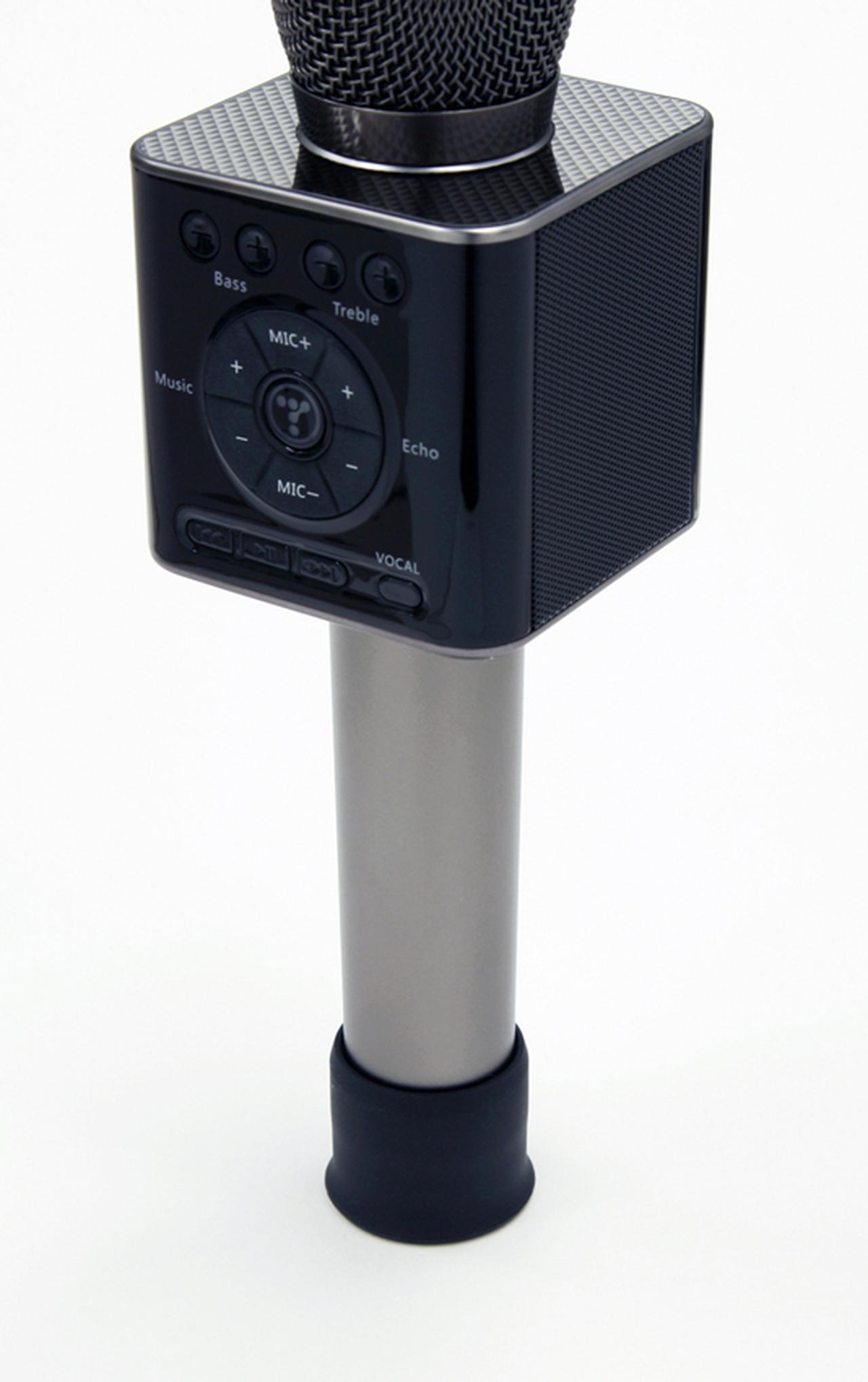 画像: 付属のマイクフット(ラバー製)をマイクの下部に装着すれば、ちゃんと自立する。