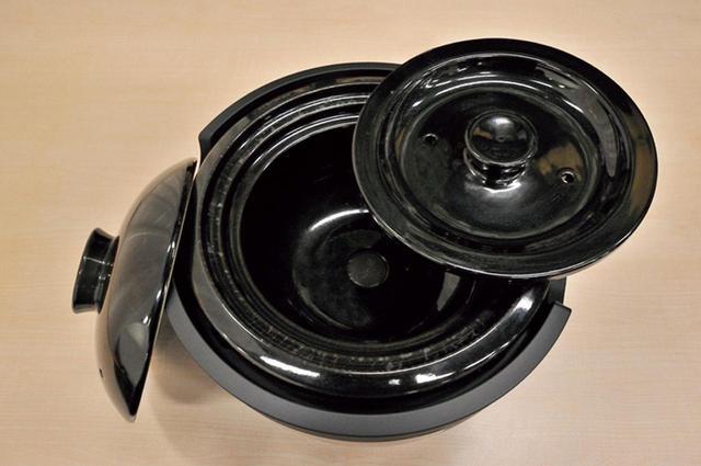 画像: 絶対においしいご飯が炊けそうな、説得力あるビジュアル。上ふたと中ふたの二重構造で吹きこぼれを防止する!