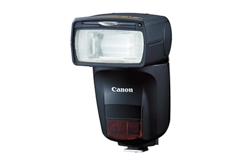 画像: バウンス撮影時に内蔵のAIが状況を判断し、発光部を自動的に最適な角度に調節してくれる機能を持つ。