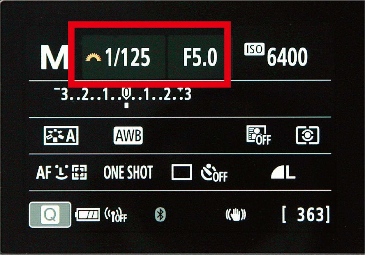 画像: 上の画面は、キヤノン・EOS Kiss Mの例。「マニュアル」モードを選ぶと、絞りやシャッター速度を自分で設定でき、思いどおりの写真が撮れる。
