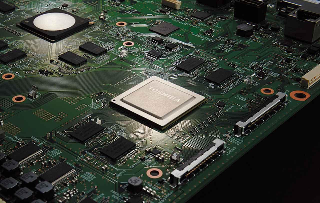 画像: 最新の画像処理エンジン「レグザエンジンEvolution PRO」は、X920のみの搭載。4K放送に対して、特有の圧縮ノイズを抑えながら、超解像処理で先鋭感を引き出す。