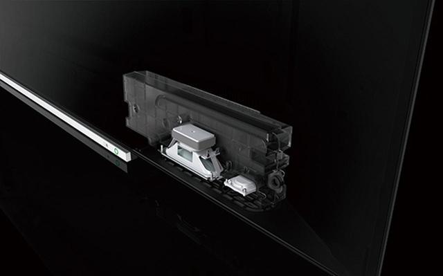 画像: スピーカー開口部は下向きで、正面から見えないタイプ。バスレフボックスに収められたフルレンジスピーカーは新開発で、新たにツイーターを搭載している。