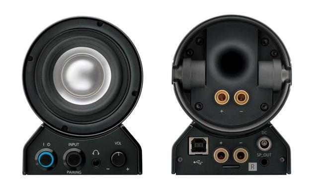 画像: 右スピーカーの正面(左)と背面。ヘッドホンアンプ機能やブルートゥース機能も搭載している。