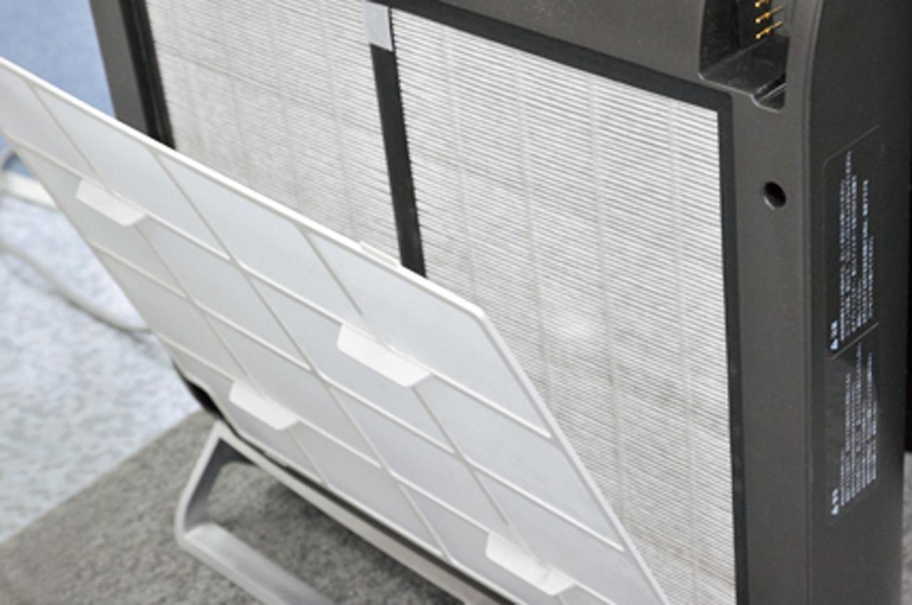 画像: 本体にはマイクロフィルターを搭載。浄化したきれいな空気を寝床内へ供給。