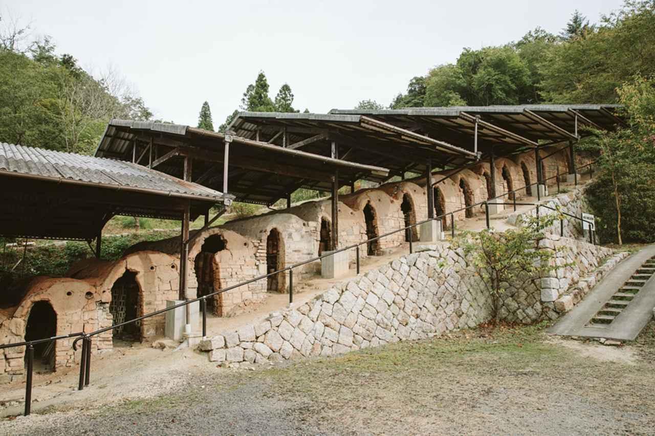 画像: 創業時から1970年代まで稼働していた登り窯は、国の登録有形文化財となっている。