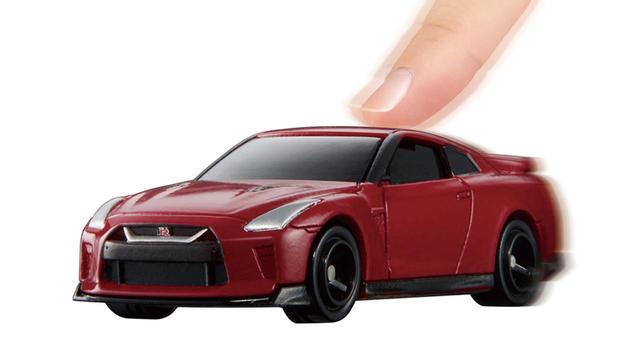 画像: 自動車メーカーが監修を行った実車のサウンドを収録。写真は日産・GT-Rのバイブランドレッド。