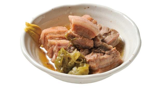 画像: 1時間ほどで完成した豚の角煮は、脂がプルプルの軟らかさ。