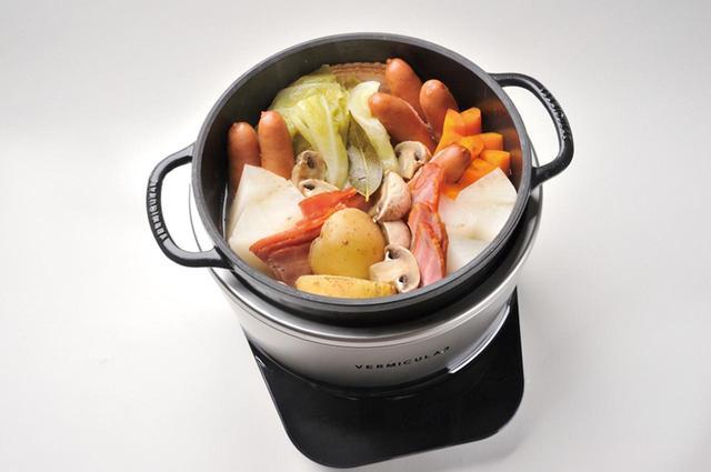 画像: ポトフは50分で完成。食材の水分だけで作ったスープは、栄養とうまみが凝縮。トロッとした玉ねぎも絶品。
