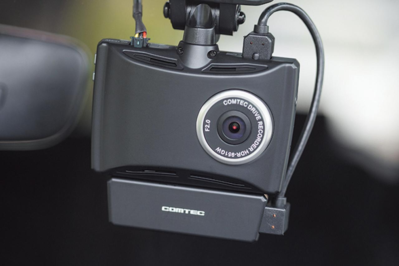 画像: サブカメラを本体に一体化できる構造で、車内監視に役立つ。サブカメラは、フロントウインドウやダッシュボードにも設置可能。