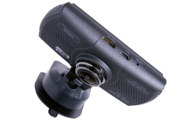 画像: HDMI端子を備え、撮影した映像を大画面テレビに映し出せる。USB端子経由で電源が取れるのも便利だ。