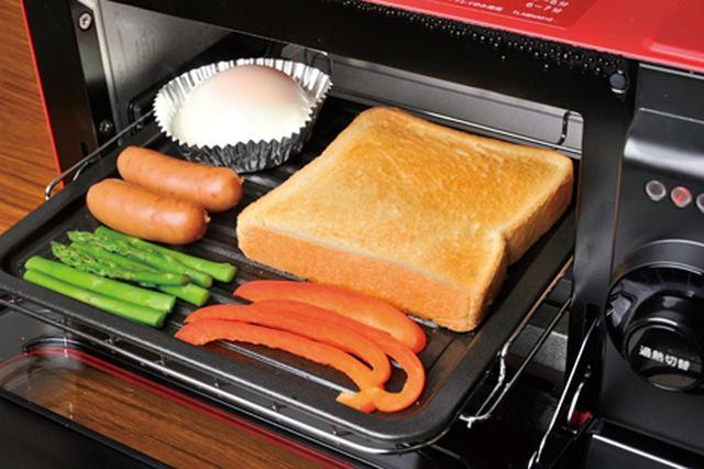 画像: 目玉焼きや焼き野菜などがトーストと同時に調理できる。水分が飛んで焦げやすい野菜も、しっとり甘くて美味。