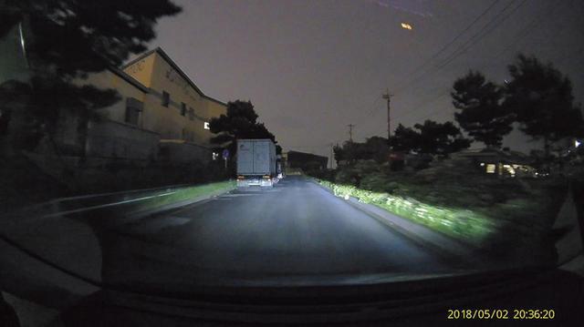 画像: 暗い場所でも十分な明るさで周囲をとらえられる。ノイズも少なく、夜間の撮影では、間違いなくトップに位置する。