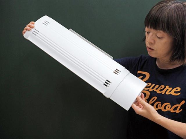 画像: 羽が左右に広げられるので、横長タイプのエアコンでも使える。