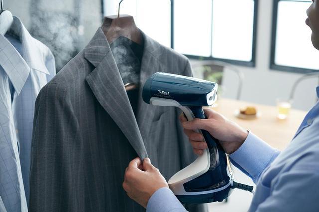 画像: ハンガーに掛けたまま使える。コートやジャケットは、アイロンいらずだし、おしゃれ着も形が崩れにくい。