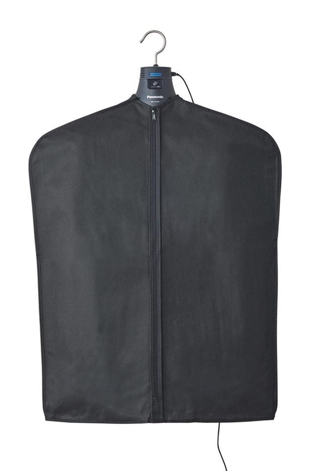画像: 衣類の外側についたタバコ臭や花粉などは付属カバーをかぶせると効果大。