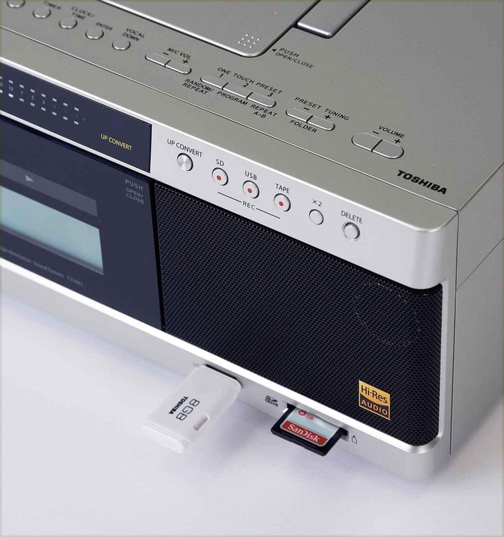 画像: USBメモリーとSDカードに対応。ハイレゾ音源を再生できるほか、カセットテープの音をデジタル化して保存することもできる。