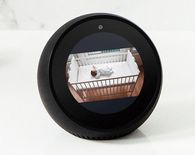 画像: Echo Spotに「○○の部屋を見せて」と話すことで、離れた場所にあるホームカメラが映し出しているライブ映像を見ることが可能。