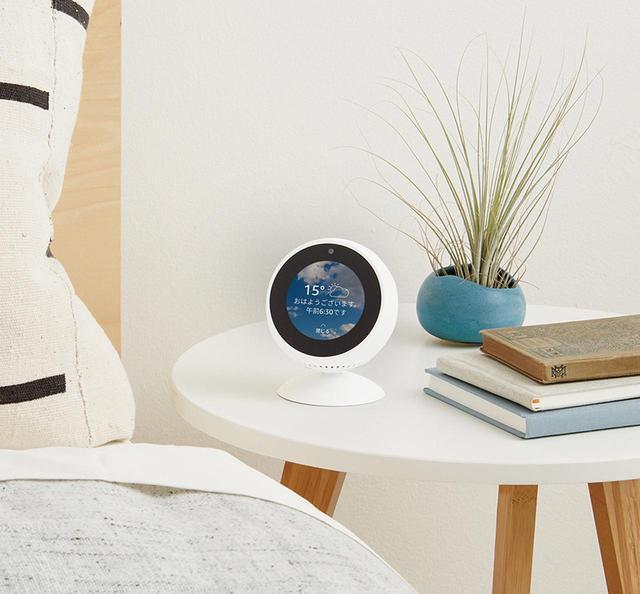 画像: ベッドサイドなどに置いて、時計代わりに使うこともできる。ニュースや天気予報も当然表示できる。