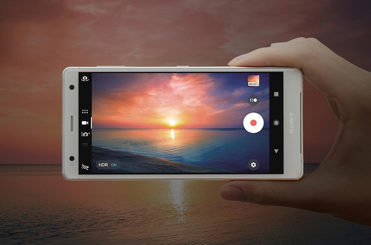 画像: 3840ドット×2160ドットの4Kディスプレイを搭載。カメラも4K・HDRの動画撮影が可能となっている。