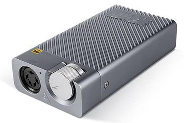 画像: 静電型ヘッドホン専用のヘッドホンアンプ。ポータブルサイズながら、高出力を実現している。
