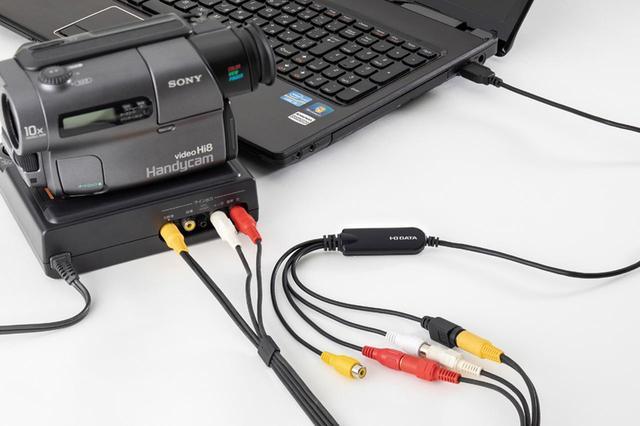 画像: パソコン側のUSB端子にキャプチャーユニットのUSBケーブルを接続する。機器側の準備は以上。