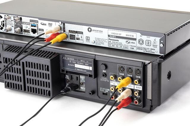 画像: ビデオデッキの映像出力をBDレコーダーの映像入力に接続。接続はコンポジット端子を使って行う。