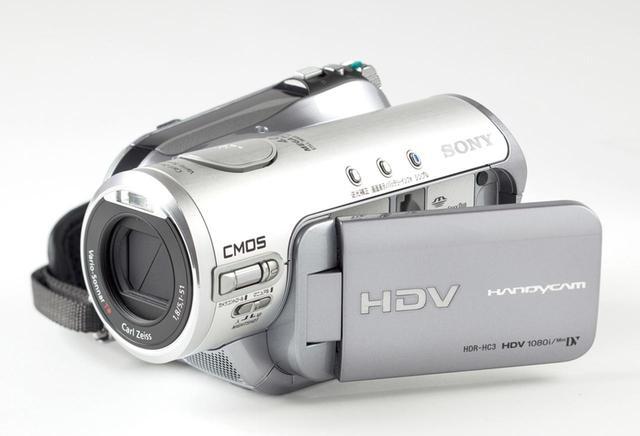 画像: 使用したのは2006年発売のソニーのHDR-HC3。HDV規格に対応しており、ハイビジョン記録も可能だ。