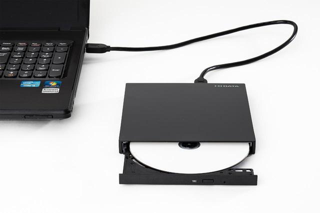 画像: パソコン側のBDドライブ(なければ外付けドライブ)にディスクをセットし、映像ファイルコピーする。