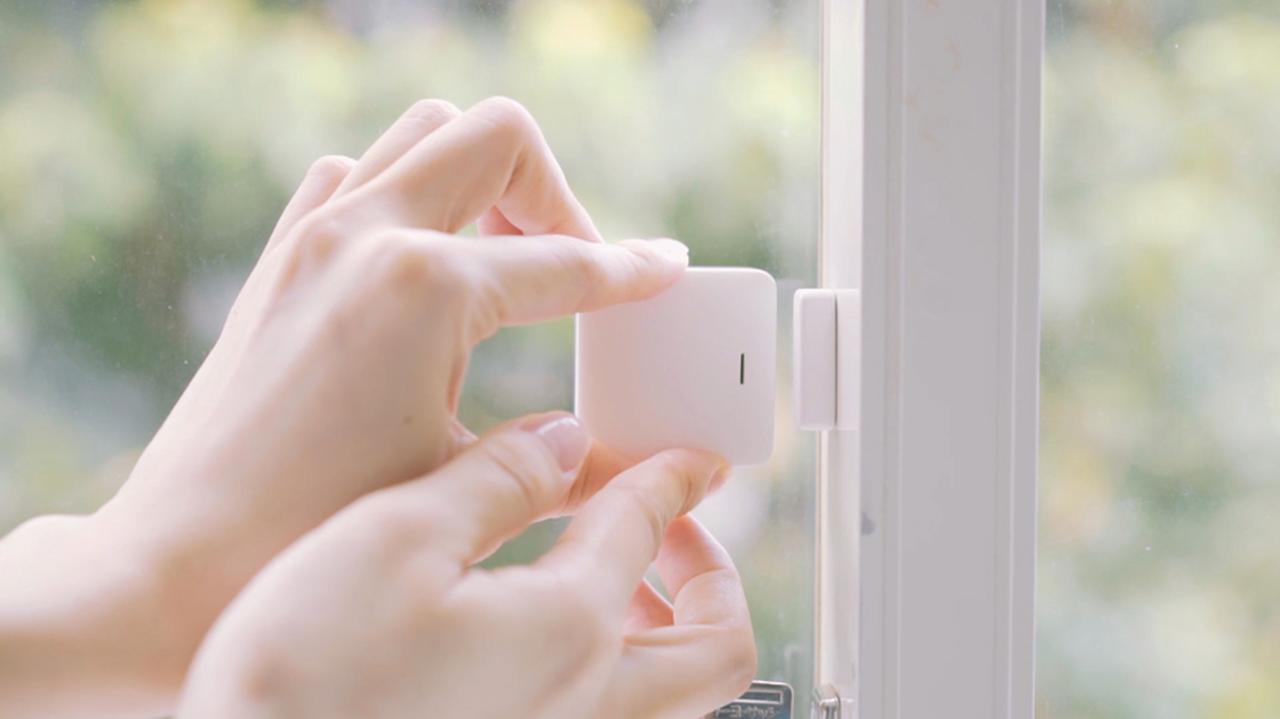 画像: leafee magは、センサー部と専用磁石との距離を測ることで、窓や扉の開閉状況を感知する。