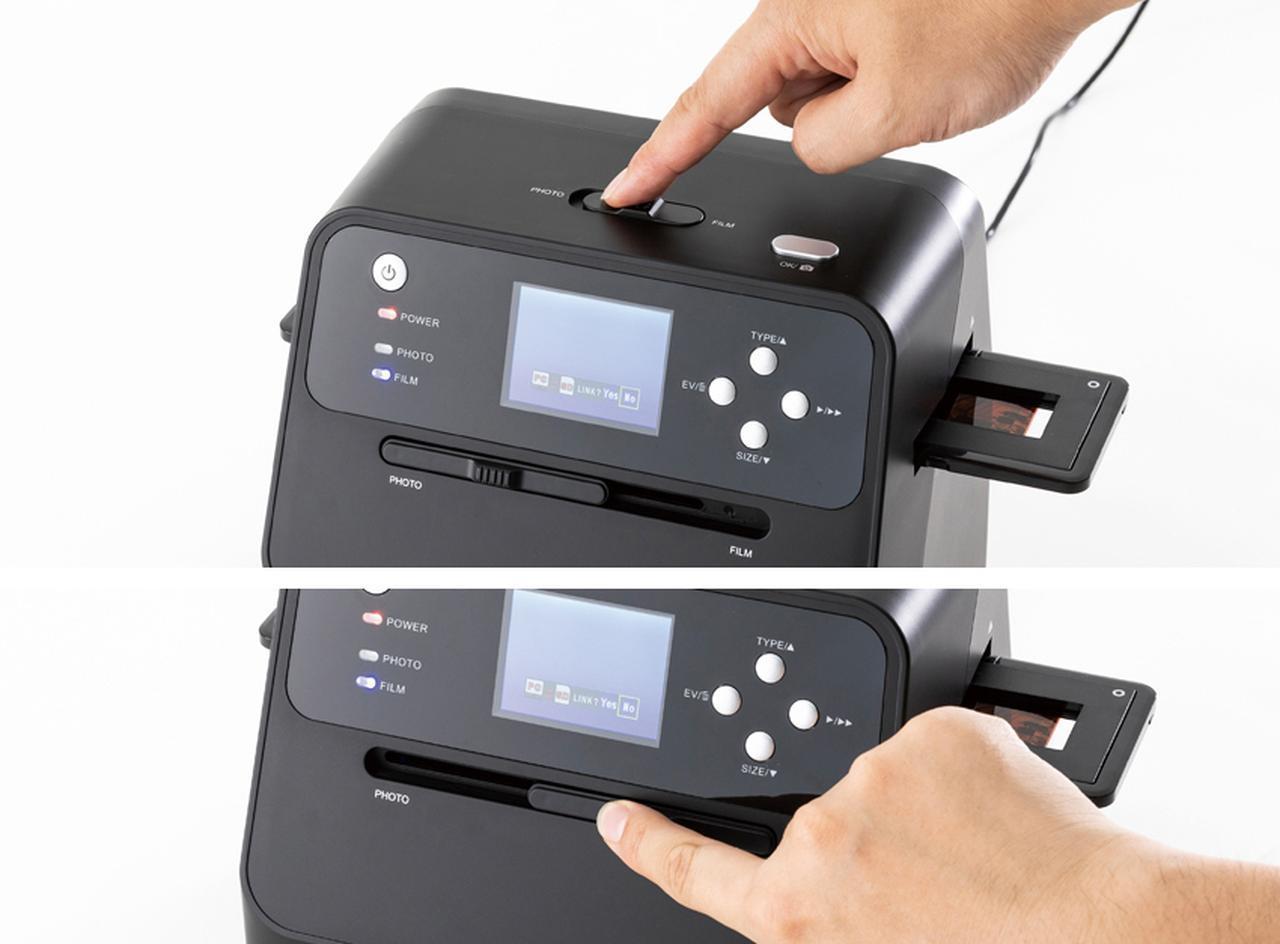 画像: プリントかフィルムかは二つのレバーで切り替える。きちんと設定されると、モニターに写真が表示される。