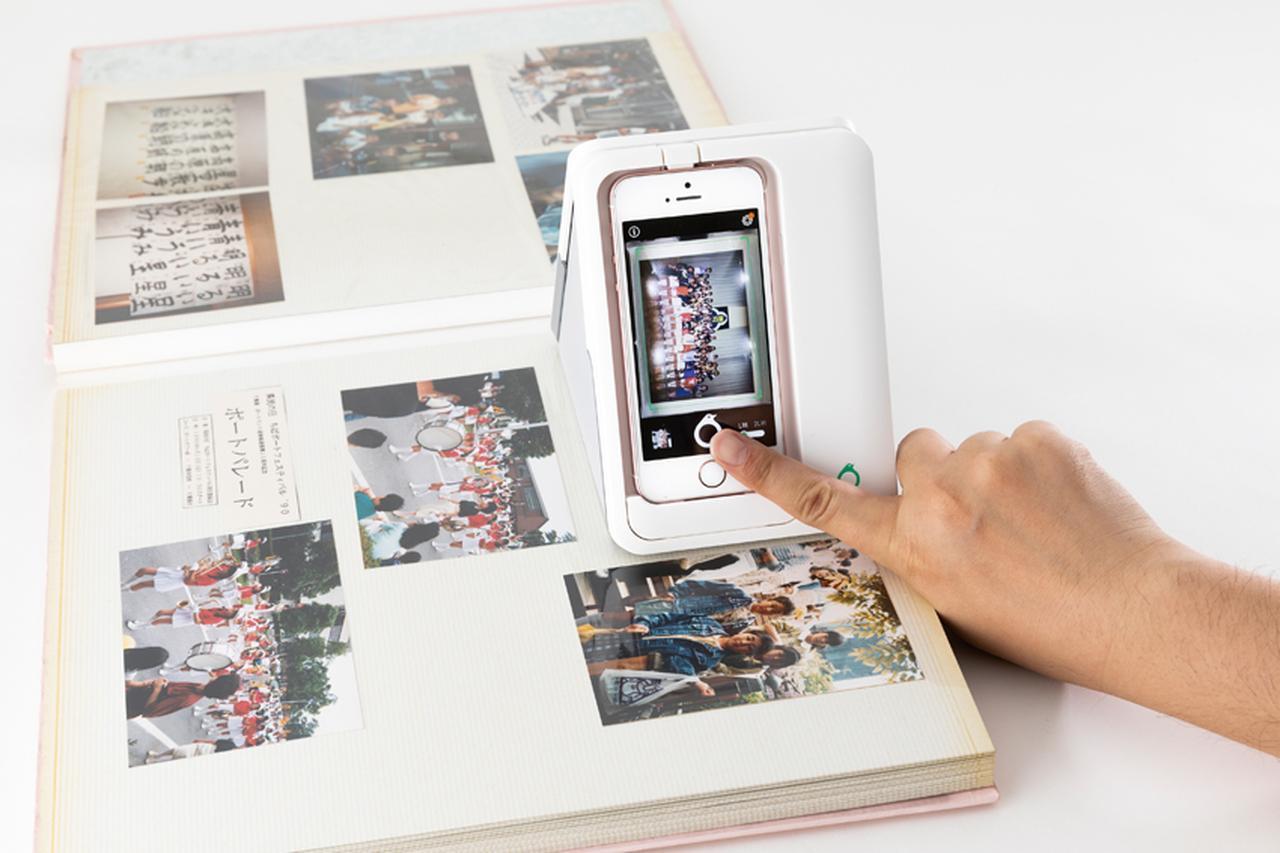 画像: 画面下部のスキャンボタンをタッチすれば、iPhoneのカメラで写真を撮影し、てかりなく写真が取り込まれる。