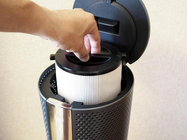画像: 本体上部の吸気口部分に空気清浄用のフィルターがセットでき、花粉やPM2.5などの有害物質を除去してくれる。