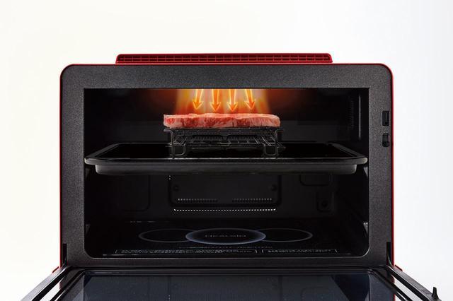 画像: 高火力の過熱水蒸気で外側を一気にあぶった後、庫内を蒸気で満たして温度を下げ、低温でじっくり仕上げる「あぶり豊潤焼き」を搭載。ローストビーフは自動調理でき、プロの味に。