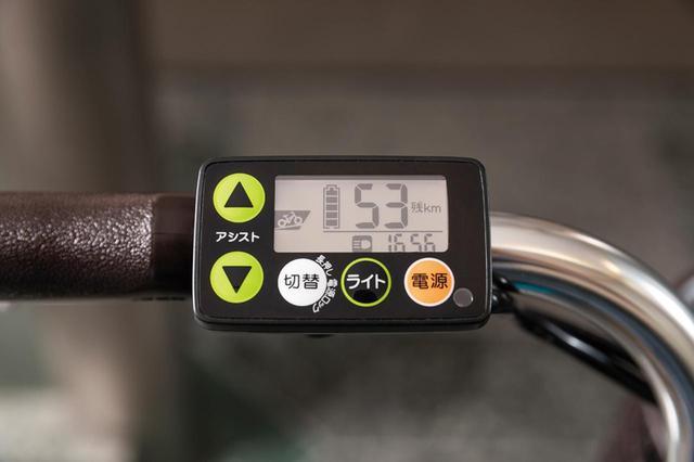 画像: シンプルなモード切り替えや時計が付くメーター。