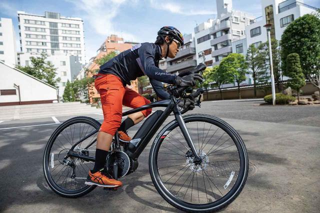 画像: 軽量でドロップハンドルを装着した競技向けのスポーツ自転車にも電動ユニットを搭載したモデルが登場している