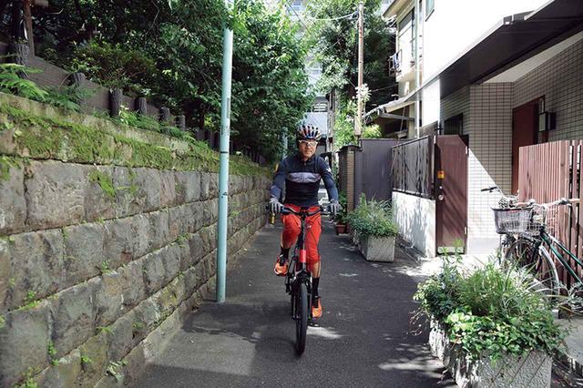 画像: 小径なので小回りが利き、街中の路地などのコーナーもストレスなく走ることができる。