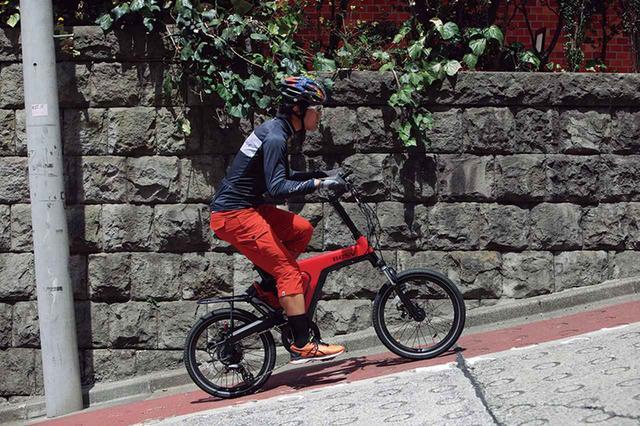 画像: ノーマルモードからパワーモードに切り替えると、坂道でも鋭い加速感が得られる。