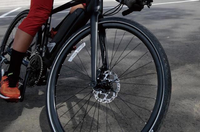 画像: 油圧ディスクブレーキが安心の制動力を約束。